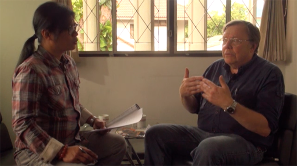 The Irrawaddy's founding editor Aung Zaw speaks with journalist and author Bertil Lintner, August 2015. (Photo: The Irrawaddy)