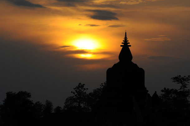 The sun sets behind Shittaung Temple in Arakan State's Mrauk-U Township, May 2013. (Photo: Steve Tickner / The Irrawaddy)