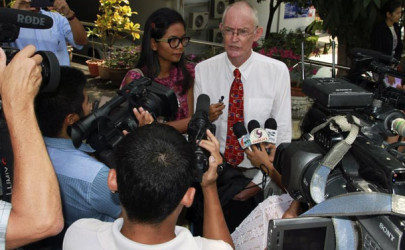 Alan Morison and Chutima Sidasathian of the Phuketwan news website speak to media as they arrive at a Phuket court in April 2014. (Photo: Reuters)