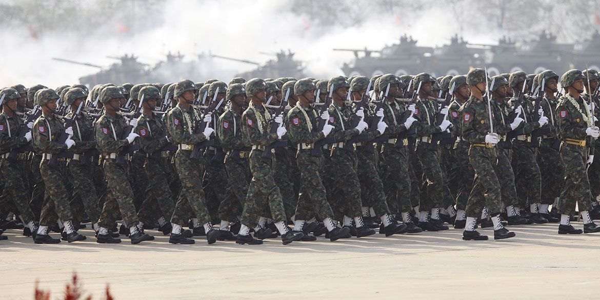 Soldiers parade to mark the 70th anniversary of Armed Forces Day in Myanmar's capital Naypyitaw, March 27, 2015. The parade commemorates the day when independence hero General Aung San gave the command to the units of the independence army to launch nation-wide resistance against Japanese occupation. REUTERS/Soe Zeya Tun - RTR4V2VT