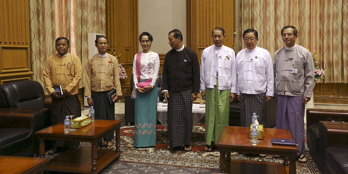Shwe Mann (C), speaker of Myanmar's Union Parliament, looks towards National League for Democracy (NLD) leader Aung San Suu Kyi (3rd R) as they pose for photo before their meeting at the Lower House of Parliament in Naypyitaw November 19, 2015. REUTERS/Soe Zeya Tun  - RTS7UZT