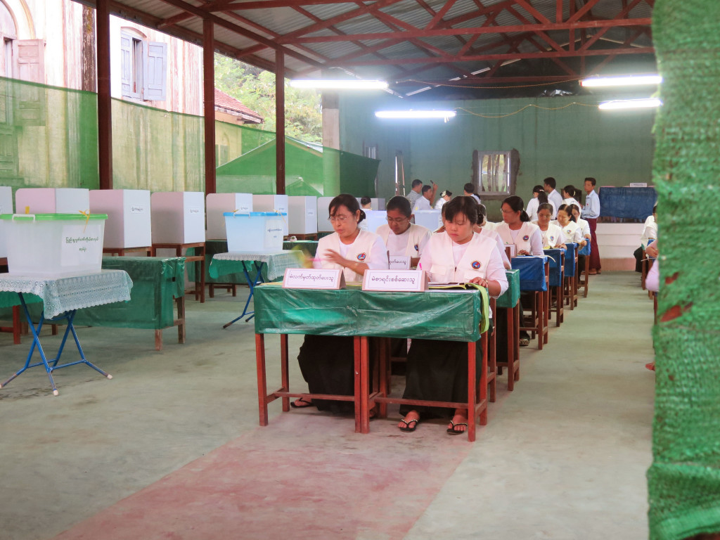 Polling workers in Moulmein. (Photo: Yen Snaing / The Irrawaddy)