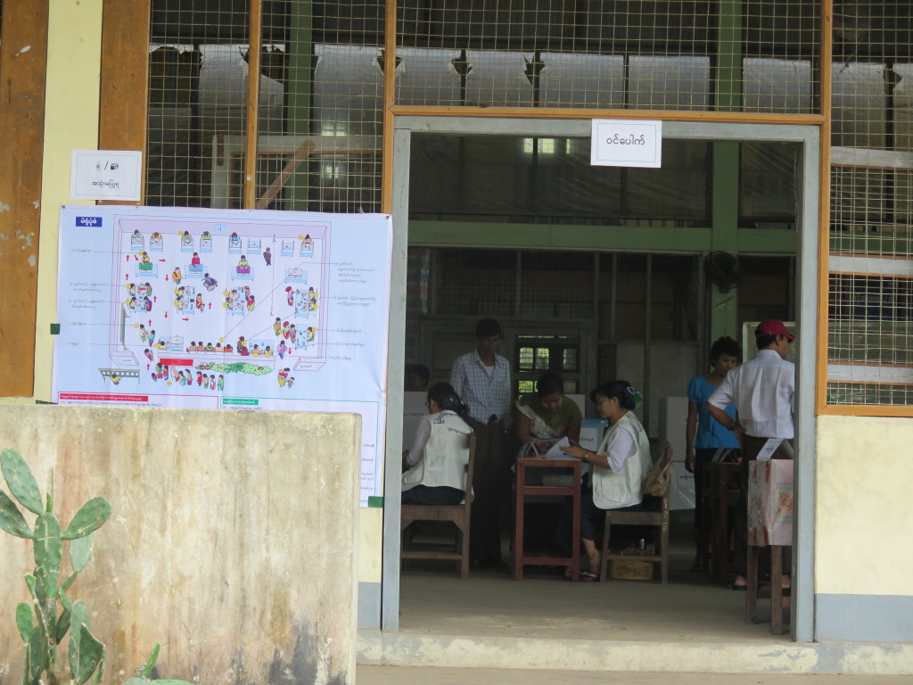 A polling station in Moulmein. (Photo: Yen Snaing / The Irrawaddy)