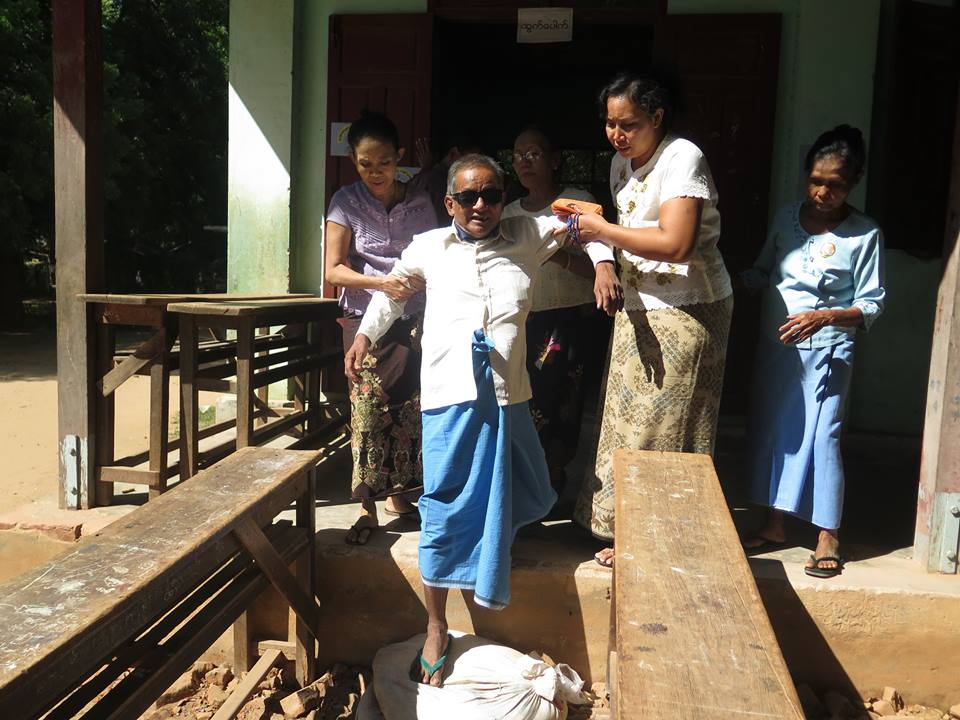 Blind voter in Monywa. (Photo: The Irrawaddy)