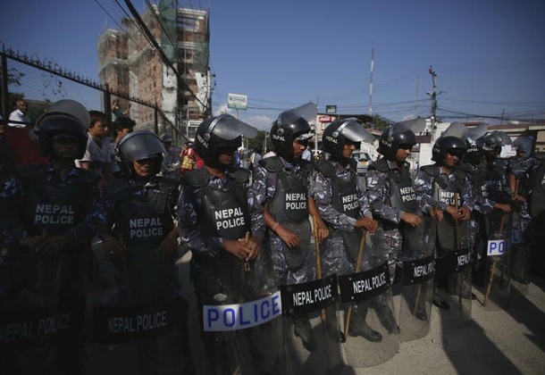 Nepalese police personnel stand guard to stop the protesters near the Indian embassy in Kathmandu, Nepal September 30, 2015. (Photo: Navesh Chitrakar / Reuters)