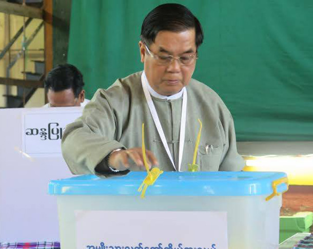 Sagaing Division Chief Minister Thar Aye voting in Sagaing Division's Budalin Township on Sunday.