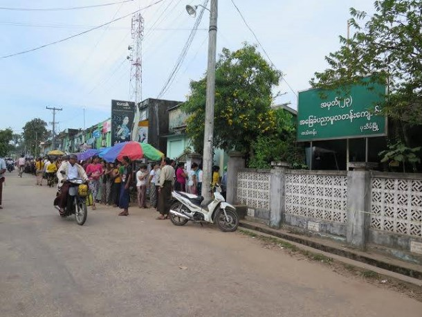 Poll station queues in Pathein. (Photo: Salai Thant Zin / The Irrawaddy)