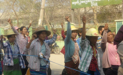 Villagers from Hsa Khar in Mandalay's Myingyan Township protest against the destruction of the Mya Nandar reservoir on Wednesday. (Photo: Ko Ye Htut Mgn / Facebook)