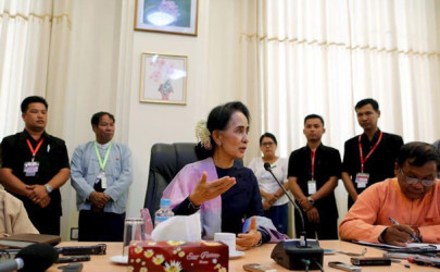 National League for Democracy leader Aung San Suu Kyi talks to journalists during her meeting with the media in her office at the Parliament in Naypyidaw, Feb. 3, 2016. (Photo: Reuters)