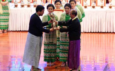 Thant Myint-U receives the President's Excellent Performance Award from outing president Thein Sein, February 10, 2016. (Photo: J. Paing / The Irrawaddy)