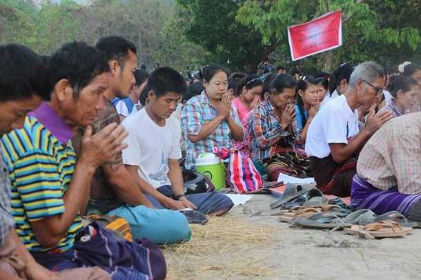 Villagers opposed to a proposed cement factory in Karen State's Hpa-an Township hold a prayer vigil on Tuesday. (Photo: KESAN / Facebook)