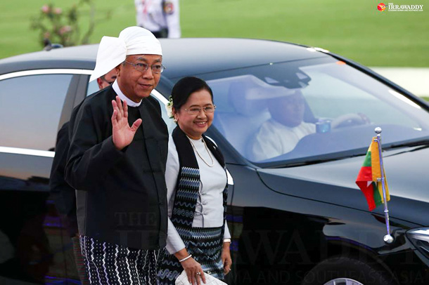 Su SuLwin andher husband, President HtinKyaw, at astate dinner at the presidential residence in Naypyidaw on March 30, 2016. (Photo: Hein Htet / The Irrawaddy)