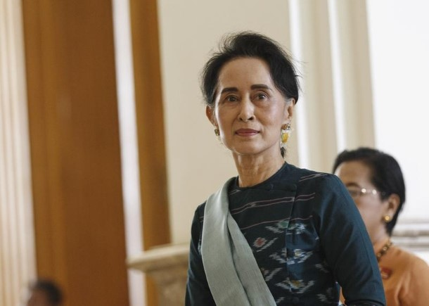 National League for Democracy (NLD) leader Aung San Suu Kyi arrives at the Union Parliament in Naypyidaw on March 15, 2016. (Photo: Soe Zeya Tun / Reuters)