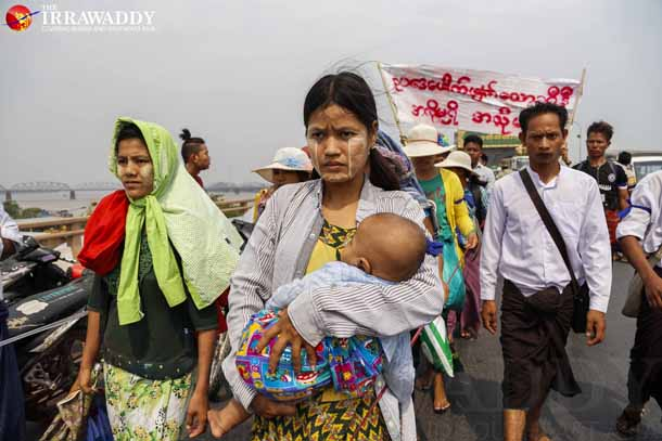 Labor rights protestors march from Sagaing to Naypyidaw on Friday. (Photo: Zaw Zaw / The Irrawaddy)