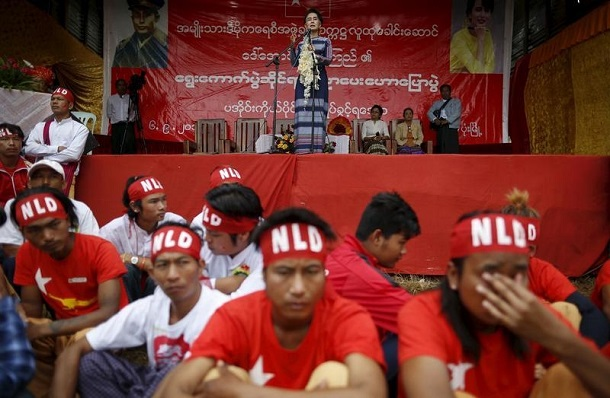 Aung San Suu Kyi gives a speech on voter education at Hopong Township in Shan State on Sept. 6, 2015. (Photo: Soe Zeya Tun / Reuters)