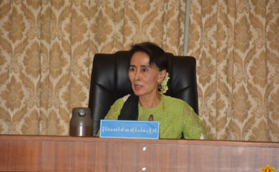 Aung San Suu Kyi convenes a May 27 meeting in Naypyidaw with Arakan State Chief Minister Nyi Pu and various Union ministers. (Photo: Myanmar State Counselor's Office)