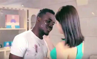 A still from the controversial Qiaobi laundry detergent ad. (Photo: YouTube)