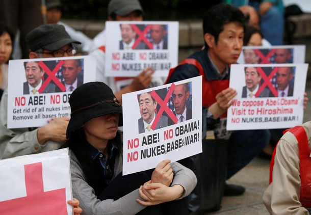 Japanese protesters hold placards to protest against US President Barack Obama and Japanese Prime Minister Shinzo Abe, at the Peace Memorial Park in Hiroshima, Japan, on May 26, 2016. (Photo: Reuters)