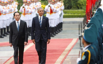 US President Barack Obama, right, and his Vietnamese counterpart Tran Dai Quang review the guard of honor during a welcoming ceremony at the Presidential Palace in Hanoi, Vietnam, on May 23, 2016. (Photo: Reuters)