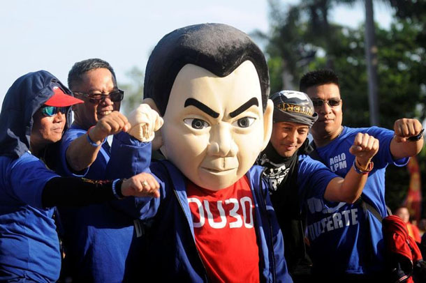 Supporters pose for a picture with a mascot depicting Philippine presidential candidate and Davao city mayor Rodrigo Duterte before a May Day campaign rally in Manila, Philippines, on May 1, 2016. (Photo: Reuters)
