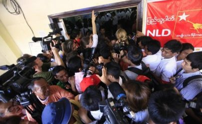 Journalists await Aung San Suu Kyi during a meeting of her National League for Democracy in Rangoon following the party's by-election triumph in April 2012. (Photo: Reuters)