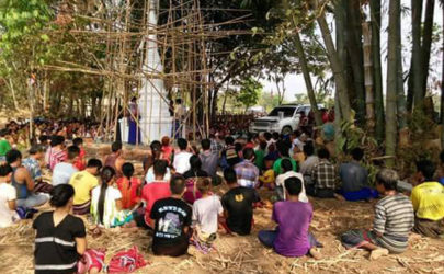Supporters of the monk U Thuzana pay respects at a pagoda he ordered constructed near a church in Karen State. (Photo: Saw William Kyaw / Facebook)