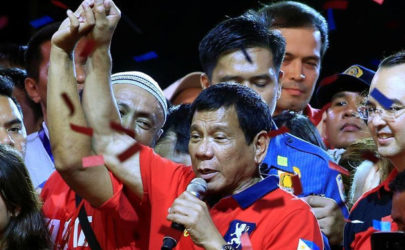 Philippine President-elect Rodrigo Duterte raises his arm during his last political campaign rally, Manila, Philippines, May 7, 2016. (Photo: Romeo Ranoco / Reuters)