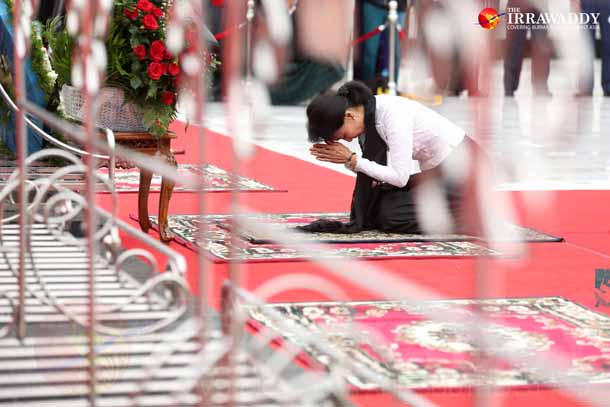 Aung San Suu Kyi pays respect to her father, national hero Gen Aung San, and his colleagues at the mausoleum on July 19, 2015. (Photo: Hein Htet / The Irrawaddy)