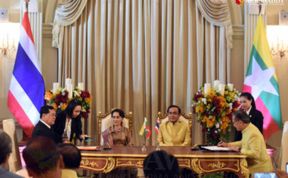 Burma's State Counselor Aung San Suu Kyi and Thailand's Prime Minister Prayut Chan-o-cha witnessed the singing of agreements on labor cooperation and cross border affairs in Bangkok on Friday. (Photo: JPaing / The Irrawaddy)