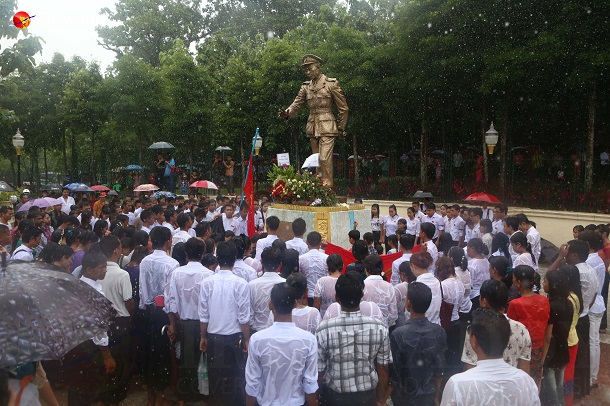 Visitors are seen at Rangoon's Bogyoke Aung San statue on July 19, Martyrs' Day. (Photo: Myo Min Soe / The Irrawaddy)