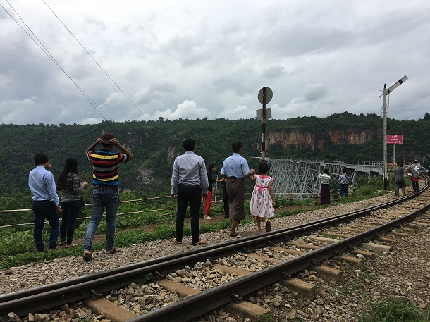 Visitors at the Goteik Viaduct, located in northern Shan State around 100 kilometers north of the city of Mandalay. (Photo: Kyaw Hsu Mon)