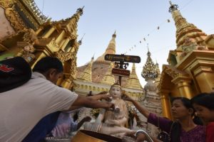 'Patriotic Monks Union' Interrogates Shwedagon Vendor Over Origin of Goods