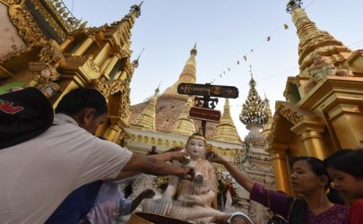 Devotees throng to Rangoon's Shwedagon Pagoda on the full moon day of Tabaung on March 4, 2015. (Photo: The Irrawaddy)