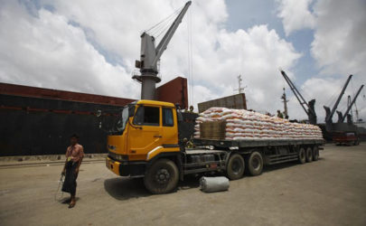 Workers unload goods at the Thilawa Port in 2013.  (Photo: Soe Zeya Tun / Reuters)