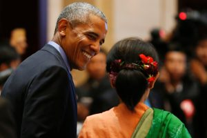 US President Barack Obama exchanges a smile with Burma'…