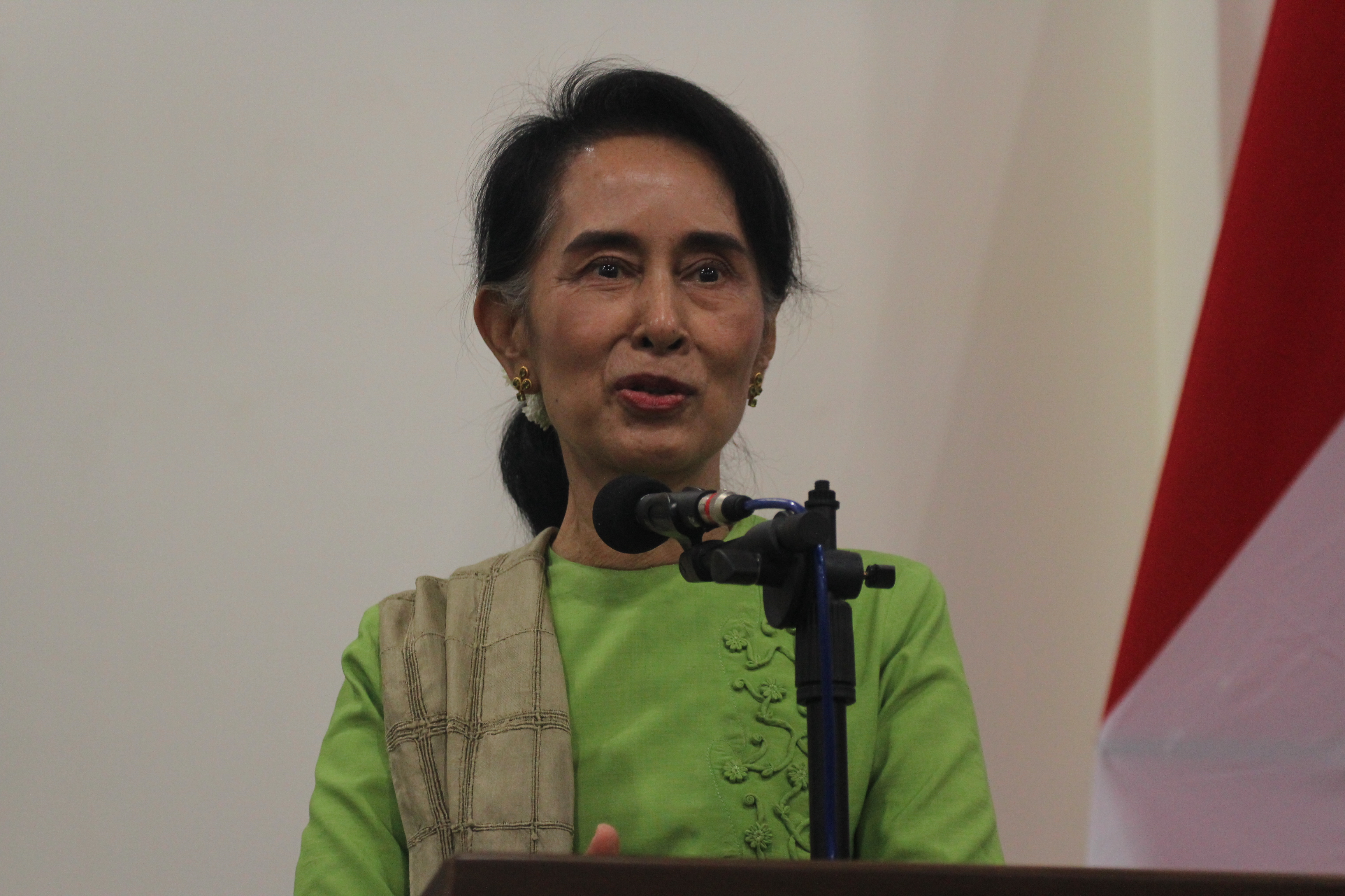 daw aung san suu kyi responds to arakan state attacks