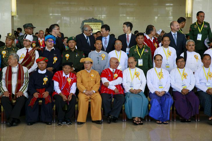 Ex-President Thein Sein (front row, 4th R), government officials, ethnic armed group representatives and international witnesses pose for a picture after the signing ceremony of the Nationwide Ceasefire Agreement (NCA) in Naypyidaw on October 15, 2015.  (Photo: Soe Zeya Tun / Reuters)