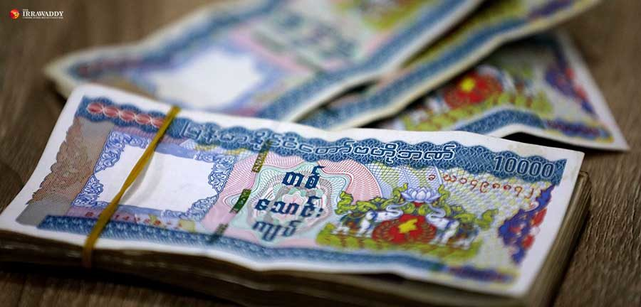 Yangon Retailers Refusing 10,000-Kyat Notes After Spate of